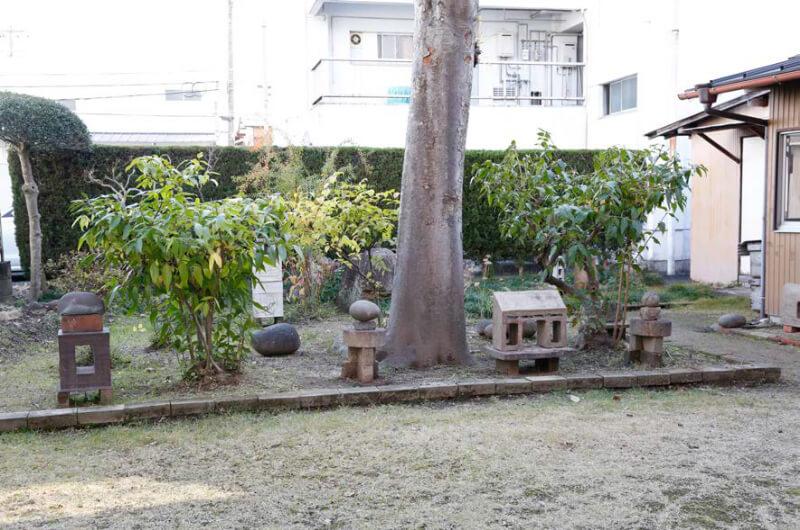 伊藤先⽣宅、リビングから⾒えるお庭