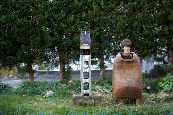庭にある伊藤先⽣の作品